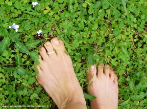 bare-feet-Earthing